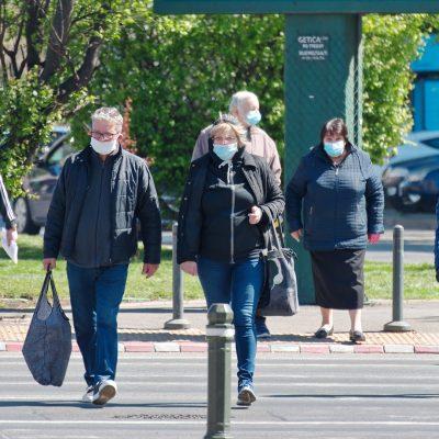 Хора с маски
