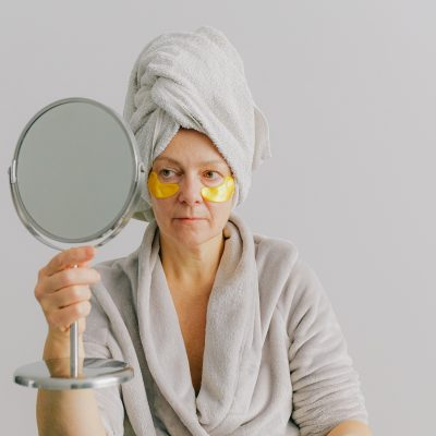 Жена с огледало