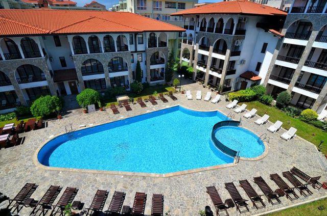 Хотел с басейн