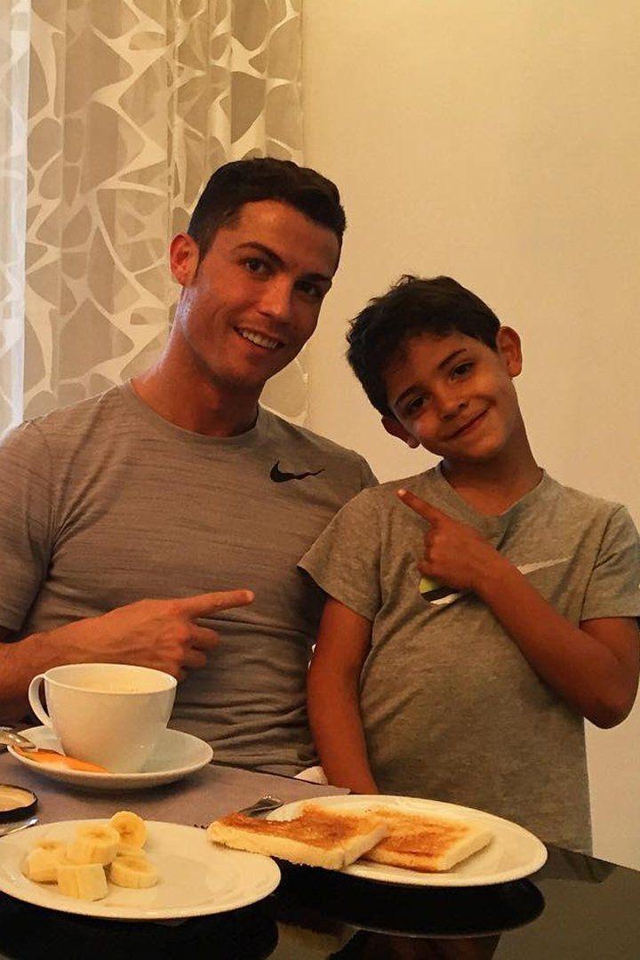 Кристиано Роналдо и сина му