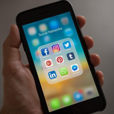 Телефон със списък на социалните мрежи