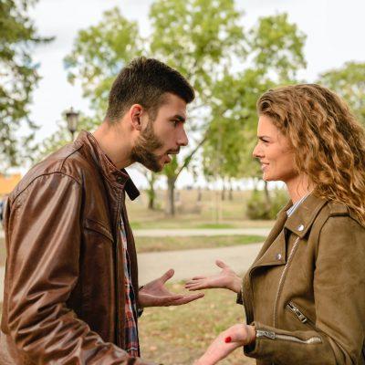 Двойка се кара