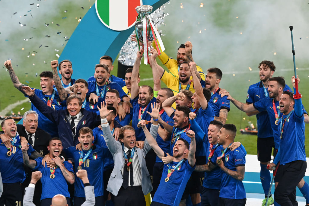 LONDON, ENGLAND - JULY 11: Giorgio Chiellini, Captain of Italy lifts The Henri Delaunay Trophy following his team's victory in the UEFA Euro 2020 Championship Final between Italy and England at Wembley Stadium on July 11, 2021 in London, England. (Photo by Facundo Arrizabalaga - Pool/Getty Images)